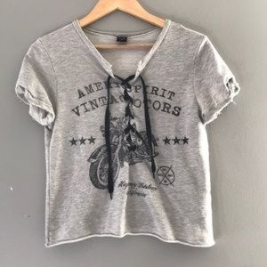 The Classic Tops - The Clas-sic lace up T-shirt